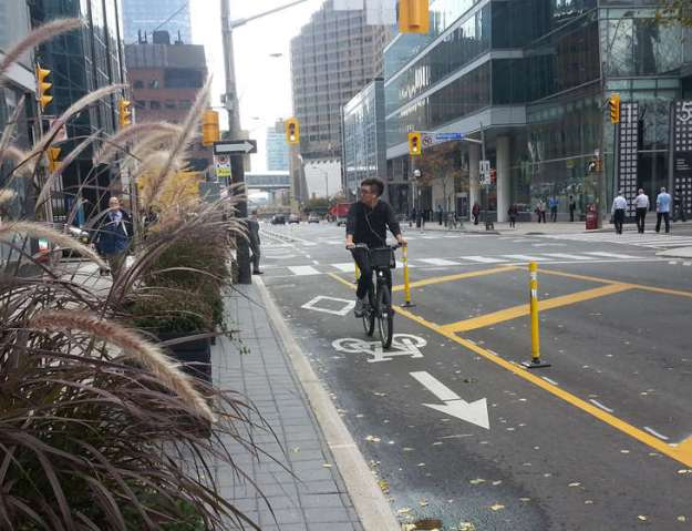 Toronto-bike-routes-next-10-years-priorities